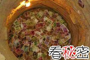 雷台汉墓见钱眼开的古井,钱币在古井里被放大(至今未解)