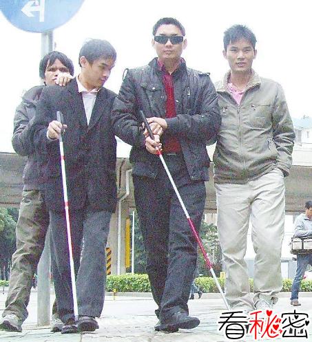 世界上稀有的银眼睛人:盲人属于其中一种