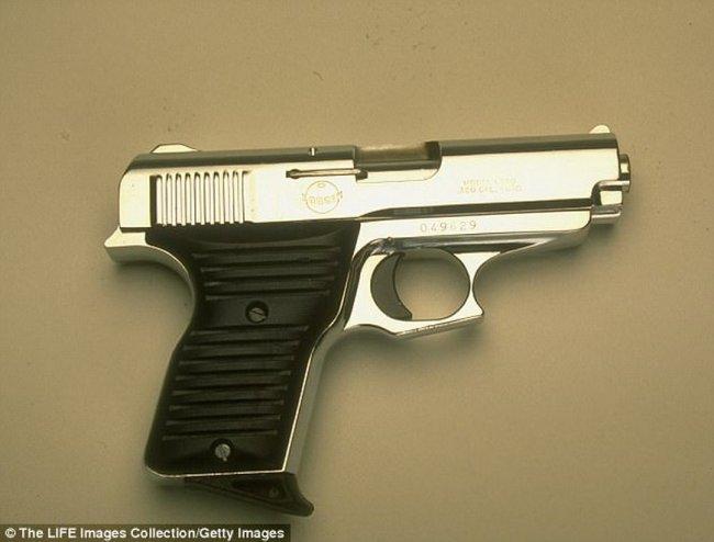 少女胸罩藏毒被捕 阴道内竟还塞点38手枪