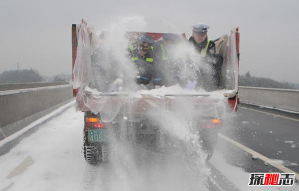 冰遇到盐为什么能融化?揭结冰路面撒盐的原理