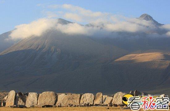 神秘古代遗址:探秘新疆石头迷宫之谜